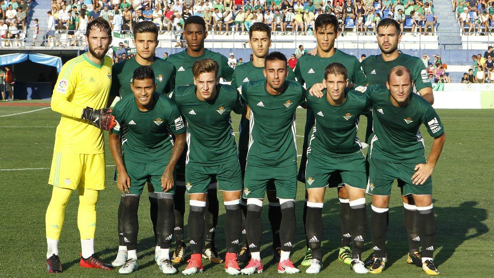 Equipo titular del Betis ante el Valladolid.