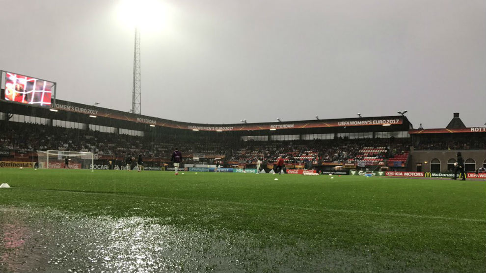 Panorámica del Sparta Stadion Het Kasteel de Rotterdam en la previa.