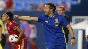 Jorge Vilda dirigiendo a la selección