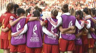 Las internacionales españolas hacen piña antes de un partido en...