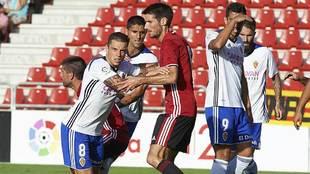 La defensa del Mirandés supo parar en todo momento con las ofensivas...