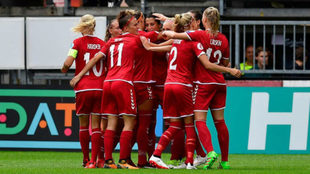 Las jugadoras de la selección danesa celebran un gol ante Alemania.
