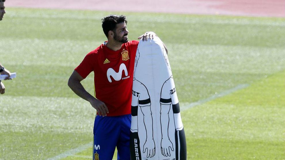 Diego Costa espera que el Atlético de un paso