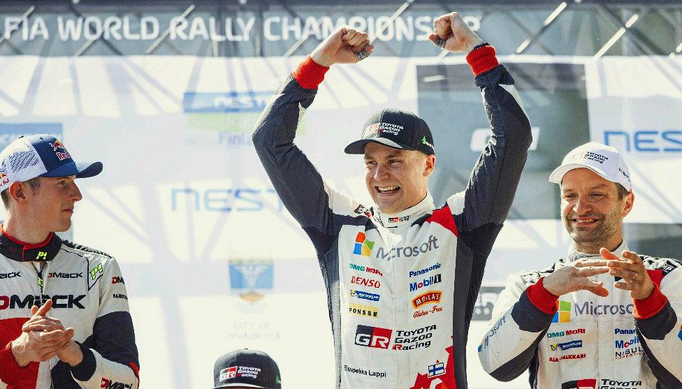 Lappi celebra el triunfo en el Rally de Finlandia