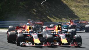 Verstappen toca a Ricciardo, durante el GP de Hungría