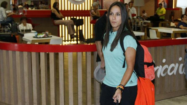 Mari Paz Vilas en su llegada al aeropuerto de Madrid.