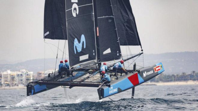 El Movistar GC32 entrenándose en la bahía de Palma