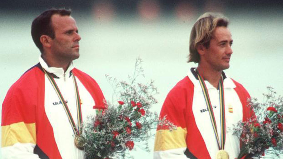 Domingo Manrique (izq.) y Luis Doreste lucen la medalla de oro en los...