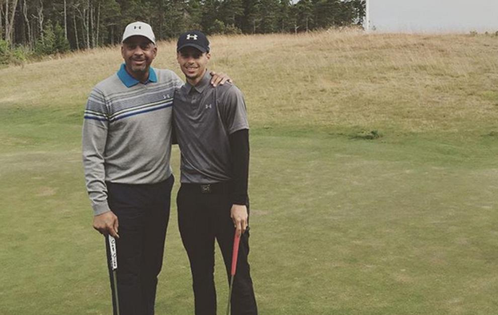 Curry deja de lado la NBA para hacer historia en el golf