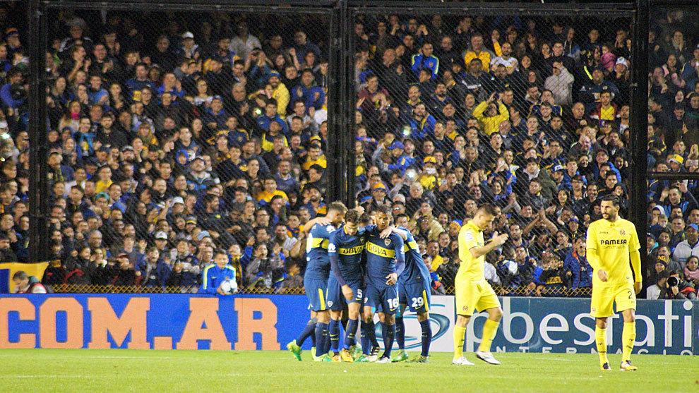 Los jugadores de Boca celebran el gol de Pavón.
