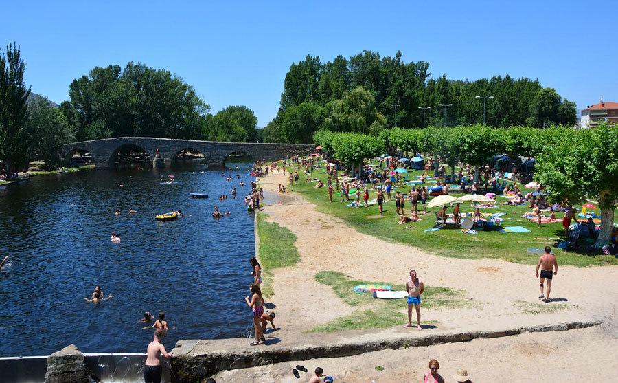 Playas fluviales y otros ba os for Piscinas fluviales leon
