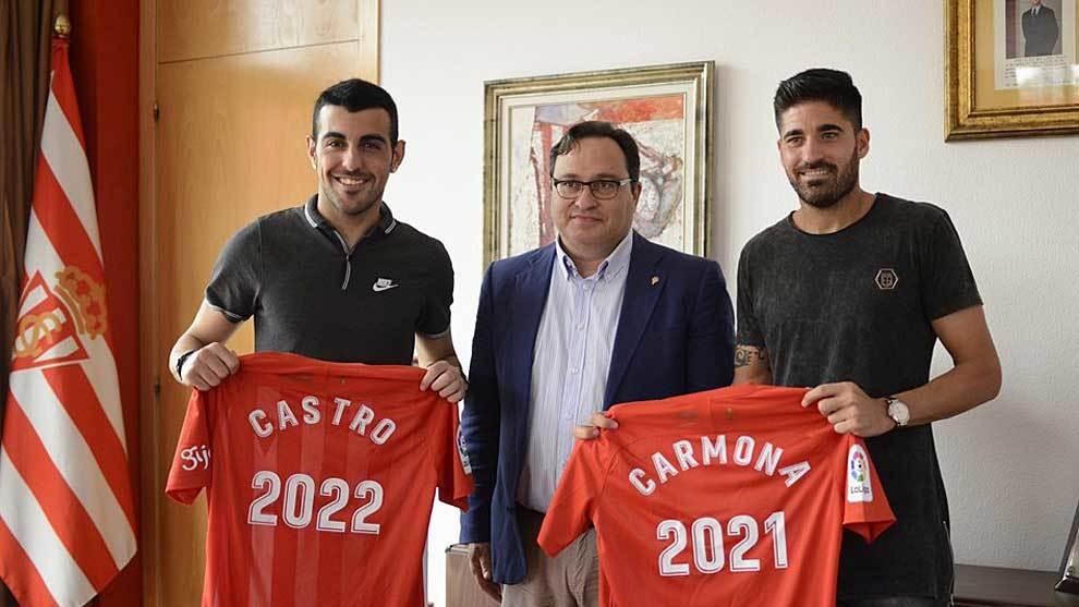 Castro y Carmona posan tras su renovación con el club rojiblanco