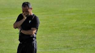 Álvaro Cervera, pensativo, durante un entrenamiento reciente