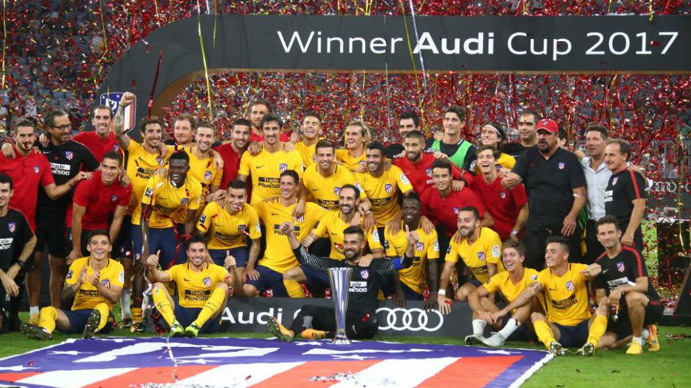Los jugadores del Atlético celebran la Audi Cup
