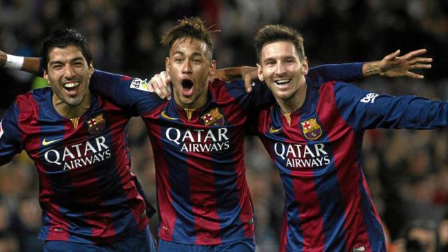 Messi, Su�rez y Neymar celebran un tanto juntos.