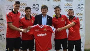 El presidente Josep M. Andreu entre Barragán, Álvaro Bustos, Omar y...