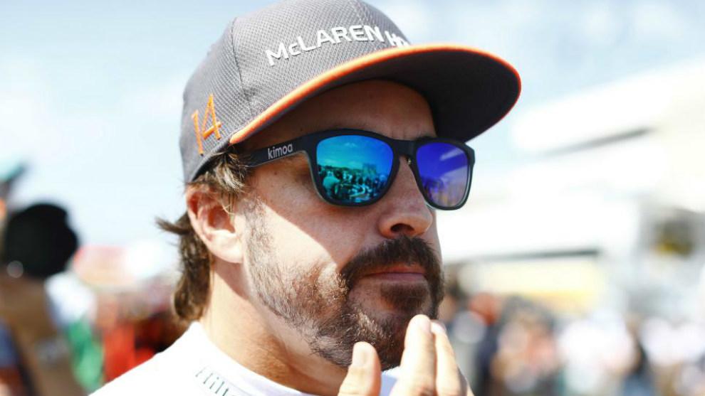 Alonso, pensativo durante el Gran Premio de Hungría
