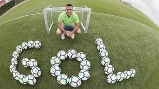Joselu posa para Marca en la Ciudad Deportiva del Granada