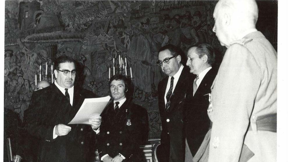 Ángel Nieto con Francisco Franco