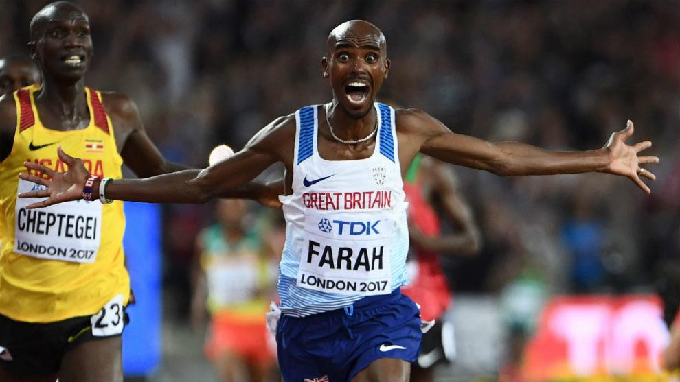 Mo Farah celebrando el oro conseguido en su despedida en Londres.