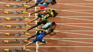 El inicio de la carrera de 100 metros planos en Londres 2017.