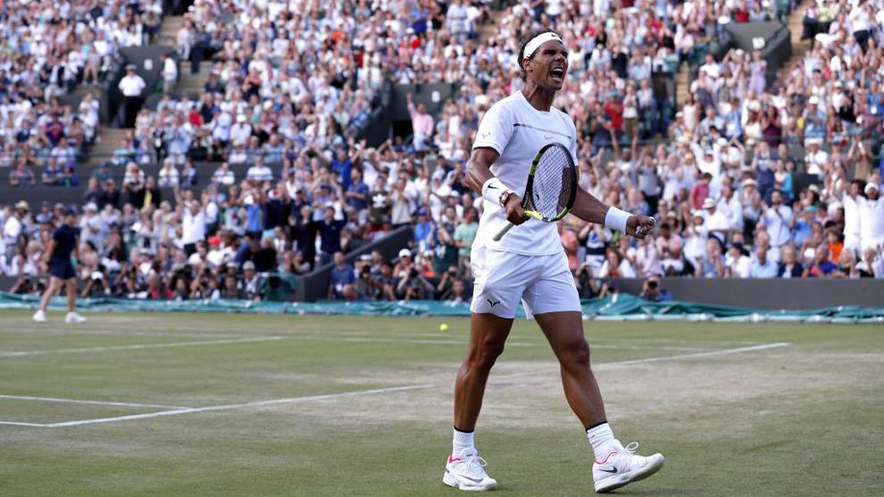 Nadal (31) celebra tras ganar un partido en Wimbledon