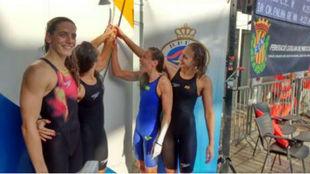 El cuarteto de 4x100m estilos del Sant Andreu tras lograr el oro en...