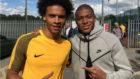Mbapp� con Leroy San� en M�nchester