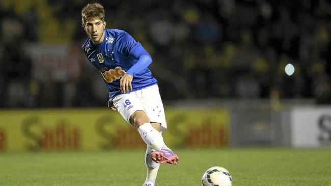 Lucas Silva en un partido con el Cruzeiro