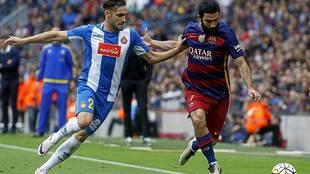 Rober Correa presiona a Arda en un derbi barcelonés del año pasado