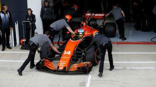 Alonso, en su McLaren en Silverstone