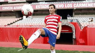 Javier Espinosa durante su presentación con el Granada.