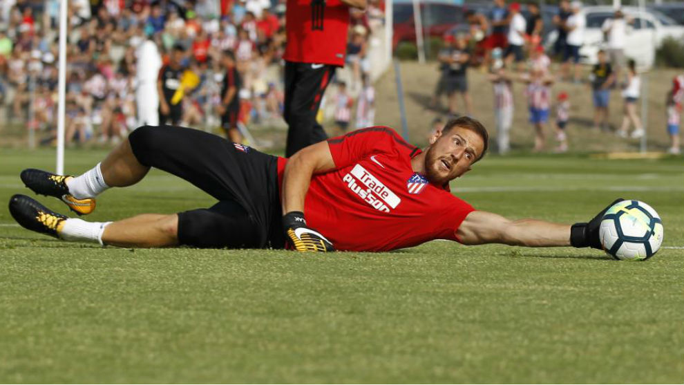Oblak en un entrenamiento con el Atlético