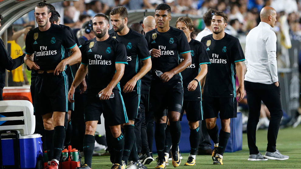 Jugadores del Real Madrid con el uniforme negro