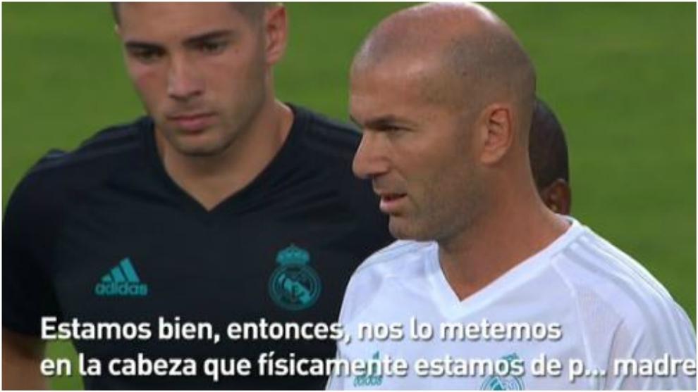 Zidane durante la charla que le ha dado a los jugadores en el...
