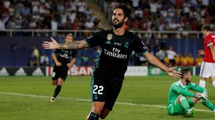 Isco celebra el segundo tanto del Real Madrid en la Supercopa de...