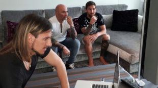 Sebasti�n Beccacece, Sampaoli y Messi observan v�deos en la casa del...