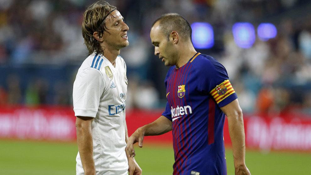Modric e Iniesta, durante el Mádrid-Barça celebrado en Miami