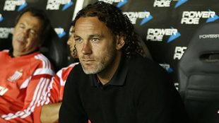 Milito, cuando entrenaba a Independiente.