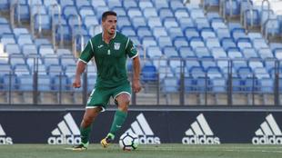 Gabriel (23) conduce el balón durante un partido entre el Castilla y...