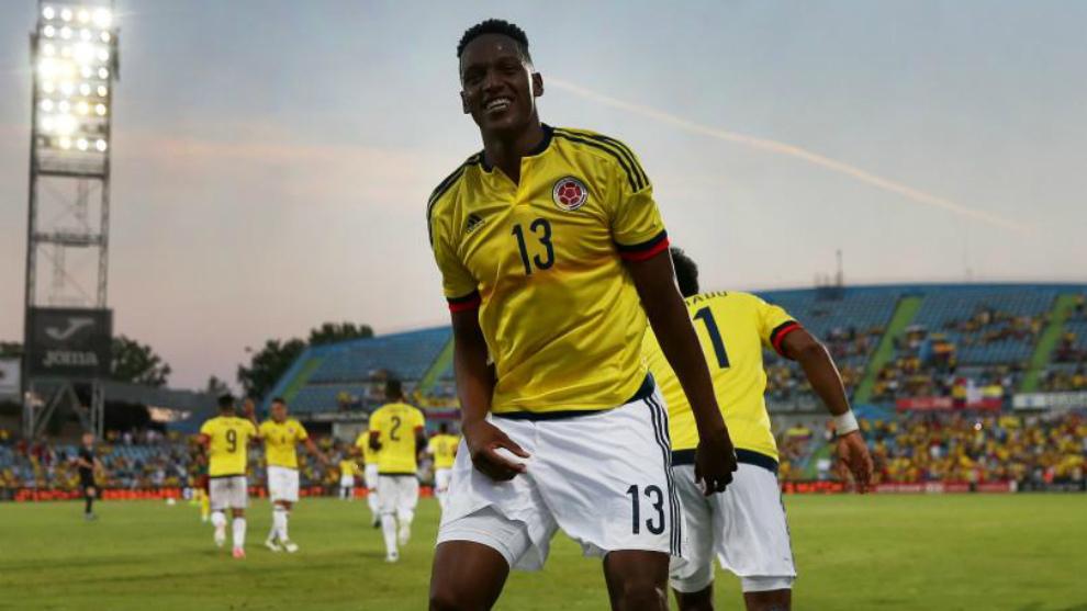 Yerry Mina celebra un gol con la selección colombiana.