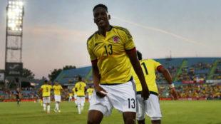 Yerry Mina celebra un gol con la selecci�n colombiana.