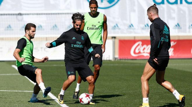 Isco, Nacho, Varane y Ramos, durante el entrenamiento