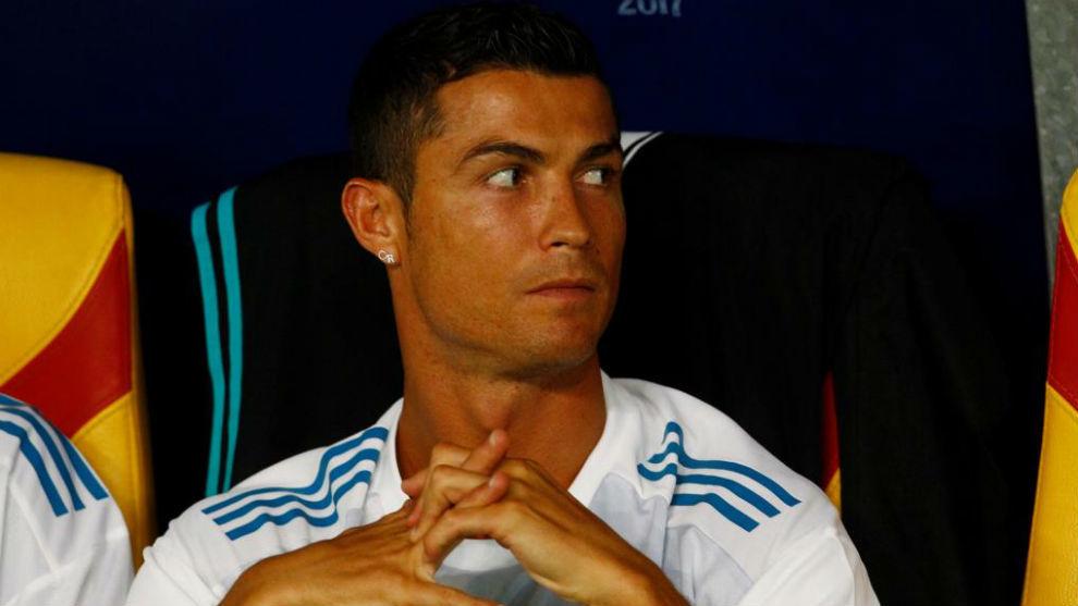 Cristiano en el banquillo durante la Supercopa de Europa.