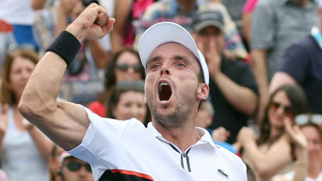Roberto Bautista celebra su victoria ante Monfils en Montreal.