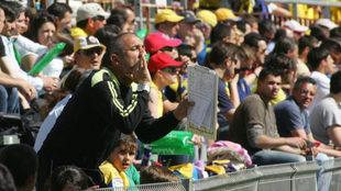 José Emilio Riquelme Galiana, da instrucciones durante un partido de...