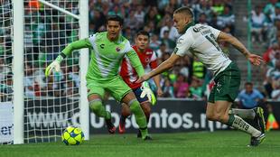 Jonathan Rodríguez y Melitón Hernández durante el partido del...