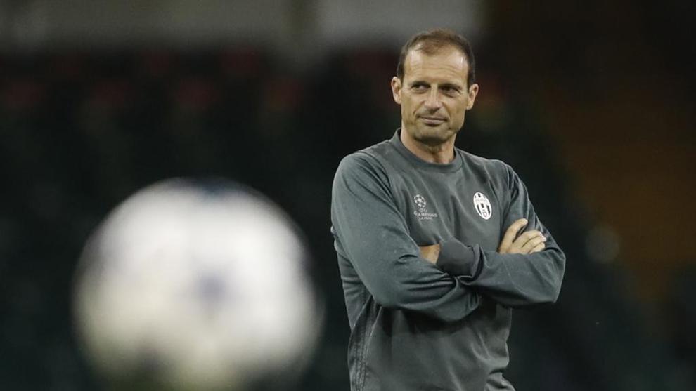 Massimiliano Allegri (50), durante el entrenamiento de la Juventus en...