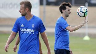 Manu Lanzarote, en un entrenamiento con el Real Zaragoza.