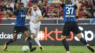 Kondogbia, en acción con Ribery